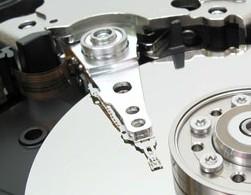 Hitachi na trh vypustí HDD plnené héliom